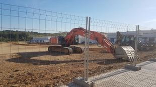 Continúan los movimientos de tierra en el solar que acogerá el nuevo colegio de Cerro Gordo
