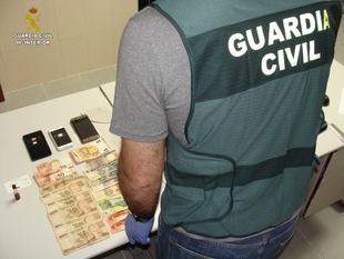 La Guardia Civil esclarece dos delitos de Estafa y un delito de falsedad documental recuperando más de 70.000 euros
