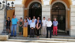 La corporación Municipal rinde un homenaje a la mujer asesinada en Málaga por su marido