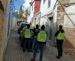 La Policía Nacional desarticula un punto de venta de droga en el Casco Antiguo