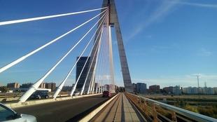Los dos carriles del Puente Real permanecerán cerrados al tráfico esdte domingo durante la Media Maratón