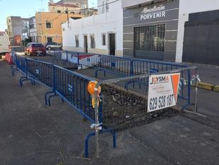 El PSOE tacha de inaceptable que la calle Porvenir de San Roque permanezca cortada desde hace año y medio