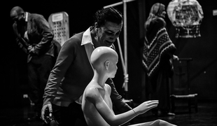 La compañía De la Luna Teatro presenta la obra 'Laberinto, anatomía del presente'