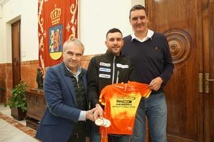 El alcalde recibe a Rubén Tanco tras su gran inicio de año