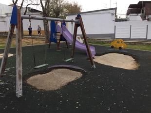 El Grupo Socialista pide arreglar o impedir el acceso al parque infantil de la UVA ''por su mal estado''