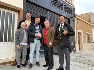 Entrega al Presidente de la Asociación de Vecinos Cañada - las Moreras, las llaves de la nueva sede para la AA.VV