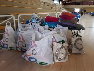 Cáritas diocesana recibe una donación de El Corte Inglés de diverso material para las personas sin techo