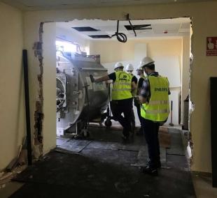 El Hospital Universitario de Badajoz sustituye el equipo de resonancia magnética tras 23 años en uso