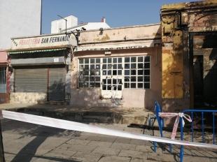 Un incendio en una casa abandonada afecta a una ferretería de Badajoz