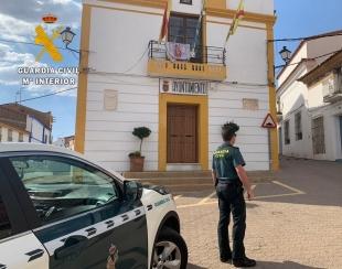 Detienen a cuatro conocidos delincuentes de Badajoz tras robar en el Ayuntamiento de Nogales