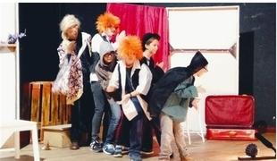 La compañía 'Piñonate' acerca a escolares pacenses una versión teatral de ''El jovencito frankenstein'' el próximo martes