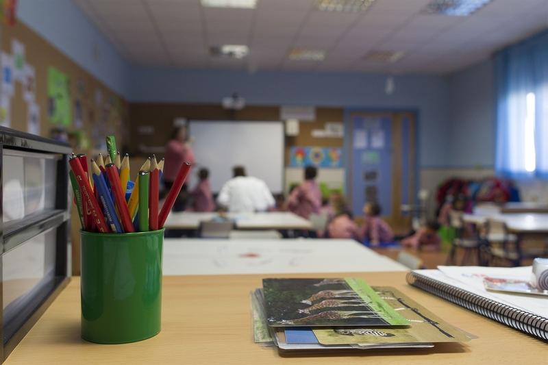 Un juez autoriza por primera vez escolarizar a mellizos en la misma clase en Badajoz