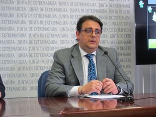 Vergeles reconoce que no sabe si están los contratos de los patólogos de Badajoz aunque ''el problema está solucionado''