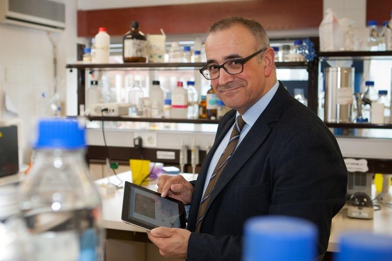 El biólogo Ignacio López-Goñi ofrecerá una ''entretenida'' ponencia sobre microbios y virus este martes en Badajoz