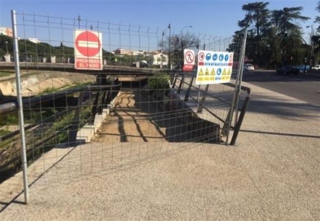 El PSOE de Badajoz celebra las obras en el último área pendiente de abrir en los parques del Rivillas y el Calamón