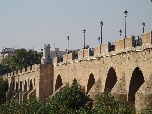 Detenida una joven de 14 años por realizar pintadas en el Puente de Palmas