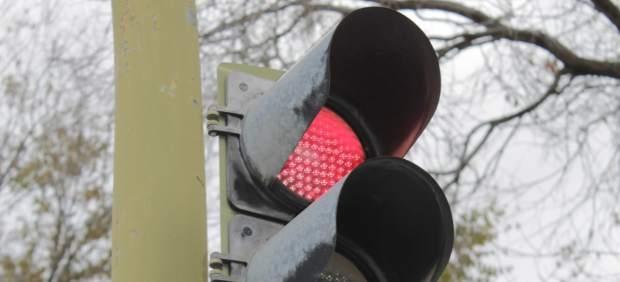 Detenido un ciclista por arremeter contra un agente del que huía tras saltarse un semáforo