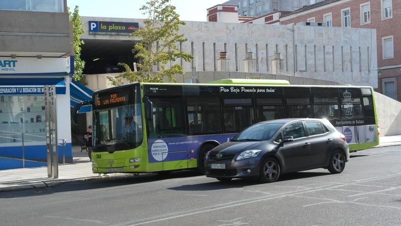 Se colocarán nuevas paradas de autobús en la carretera de la Corte y en Santo Cristo de la Paz