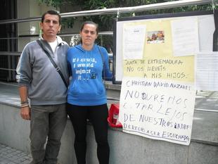 Un matrimonio de Badajoz cree que le han ''quitado'' a sus hijos por ''venganza''