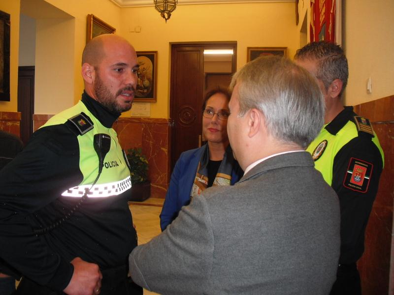Fragoso pedirá la Medalla de Extremadura al Mérito a la Policía Local para el agente que detuvo al hombre que agredía a su ex pareja