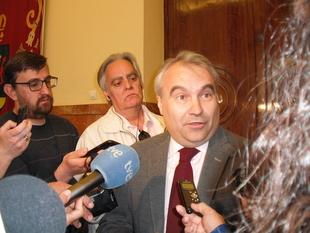 Al alcalde le parece un ''esperpento'' el simulacro de inauguración que hizo Cabezas de la nueva Jefatura