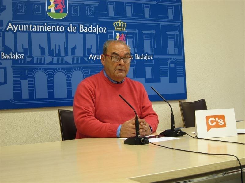 García-Borruel ve ''ilegal'' que Julia Timón actúe como portavoz municipal de Cs en Badajoz ''sin que haya sido elegida''