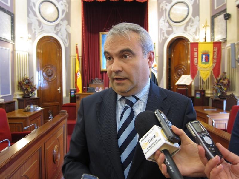 Fragoso dice que García-Borruel perderá el derecho a despacho y la asignación como grupo al pasar a concejal no adscrito