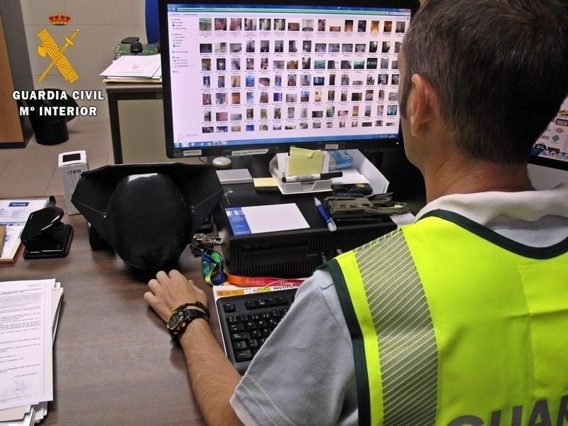 Detenido un joven en Badajoz por suplantar la identidad de una menor para conseguir fotos íntimas de una amiga