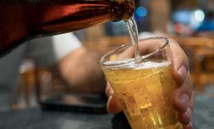 El PSOE desaprueba un concurso para consumir alcohol publicitado desde la revista de ferias y fiestas de Sagrajas