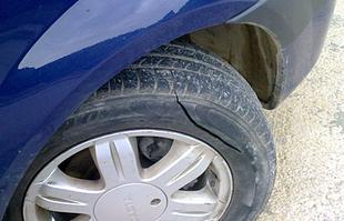 Detenido en Badajoz un individuo de 44 años acusado de rajar las ruedas de 10 vehículos en un concesionario