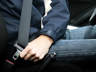 Detenidos 19 conductores por la Policía Local de Badajoz por no llevar puesto el cinturón de seguridad