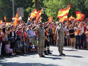 En torno a 7.000 personas participan en Badajoz en el Día de la Fiesta Nacional
