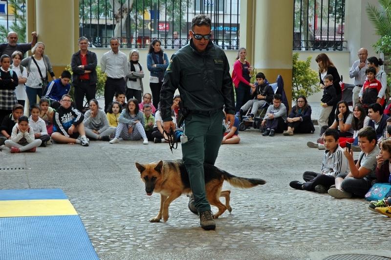 Jornada de Puertas Abiertas para los jóvenes  con motivo de la Festividad de la ''PATRONA DE LA GUARDIA CIVIL''