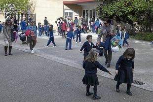 CCOO insiste en su petición de conserjes en los centros públicos de la ciudad
