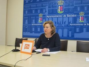 Julia Timón pide al ayuntamiento que ''dé celeridad'' a la tramitación de las escrituras de los huertos de Villafranco del Guadiana