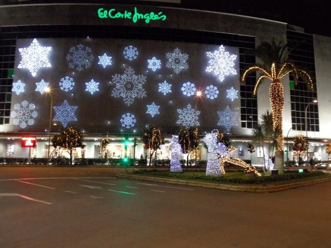 Este jueves se inaugura el alumbrado de Navidad de la fachada de El Corte Inglés, coincidiendo con el de la ciudad