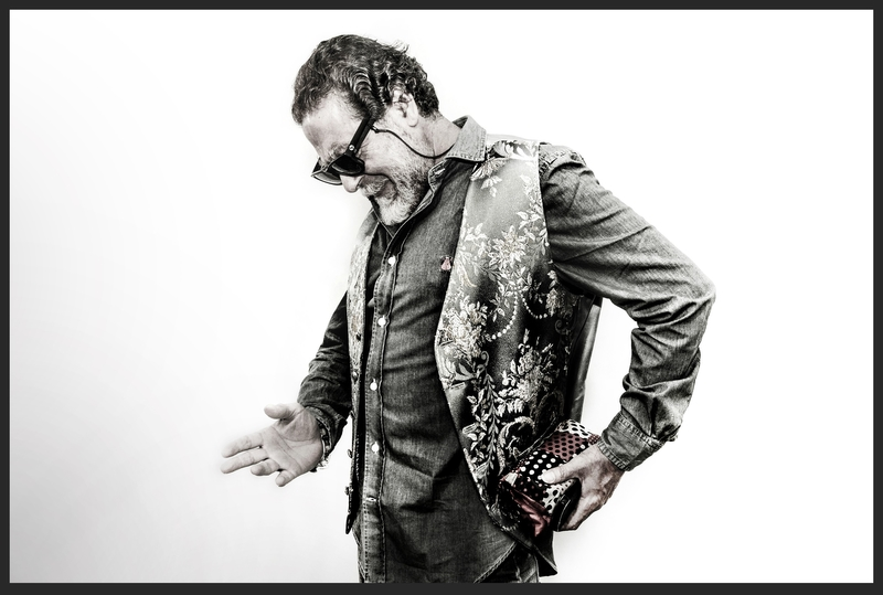 Diego Carrasco presenta en Badajoz su nuevo trabajo discográfico 'No M´arrecojo50 años en familia'