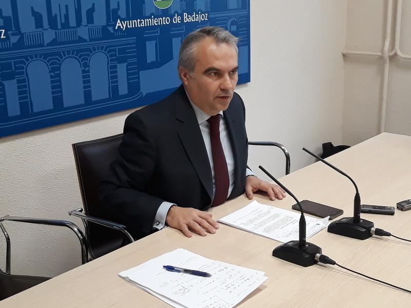 Fragoso: ''Los nombres de las calles de Badajoz los elegirán representantes de Badajoz, no los de Villanueva''