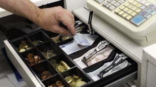 Roba más de 500 euros de la caja registradora de un bar de Badajoz