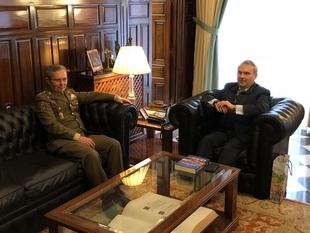 El alcalde se despide de un ''magnífico militar'', el General Dacoba