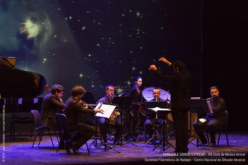 Sonido extremo y la Jorcam interpretan 'Winterreise amplificado' con el tenor gustavo peña en el IX ciclo de música actual