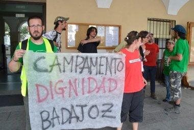 Campamento Dignidad pide acelerar el trámite para que viviendas de la Guardia Civil en Badajoz sean de alquiler social