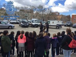 La Policía Nacional recibe la visita de alumnos del Colegio Santo Ángel