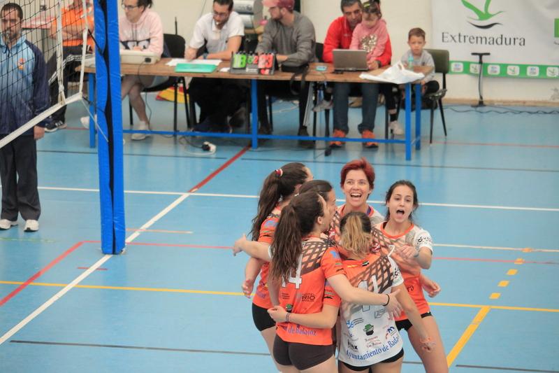 Las chicas del Extremadura Hotel Río Badajoz ponen un pie en primera nacional
