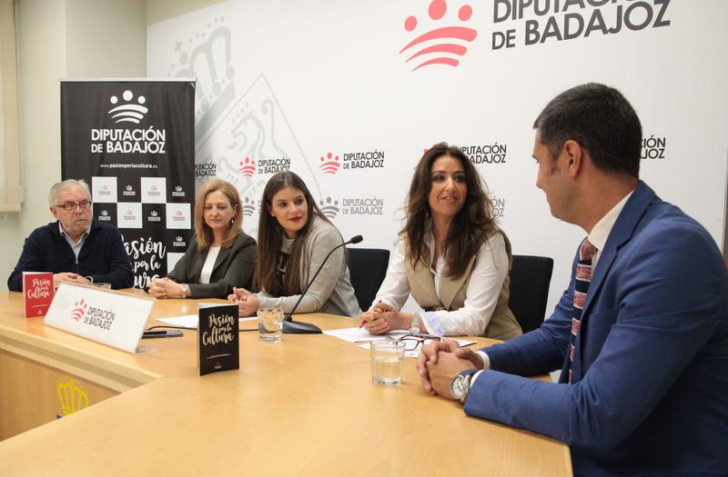 Alumnos del Conservatorio 'Juan Vázquez' y de la Escuela de Artes y Oficios de Badajoz convierten el López de Ayala en un laberinto artístico