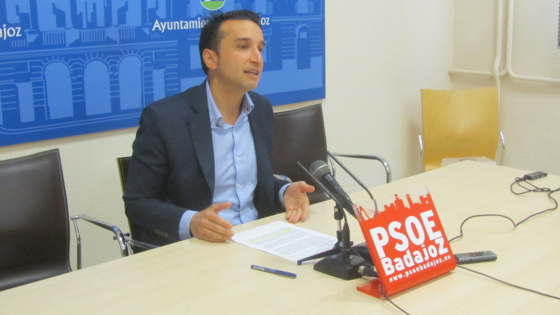 Cabezas promete recordar a Pedro Sánchez los compromisos del Gobierno con Badajoz
