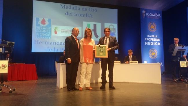 El Colegio de Médicos de Badajoz distingue con su Medalla de Oro a diferentes hermandades de sangre