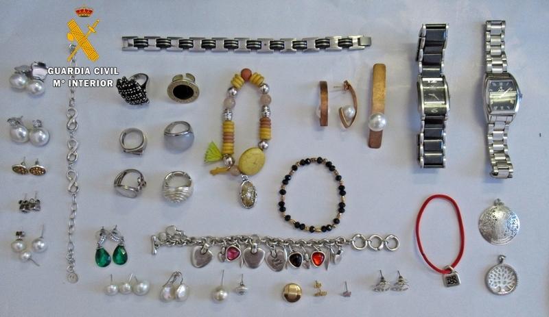 Dos villafranqueños detenidos por el robo de joyas y dinero de un vecino