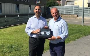 Badajoz cuenta con dos nuevos desfibriladores gracias a 'Latidos que suman'
