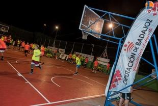 Duelo nocturno de 3x3 de baloncesto en el Campus Calderón